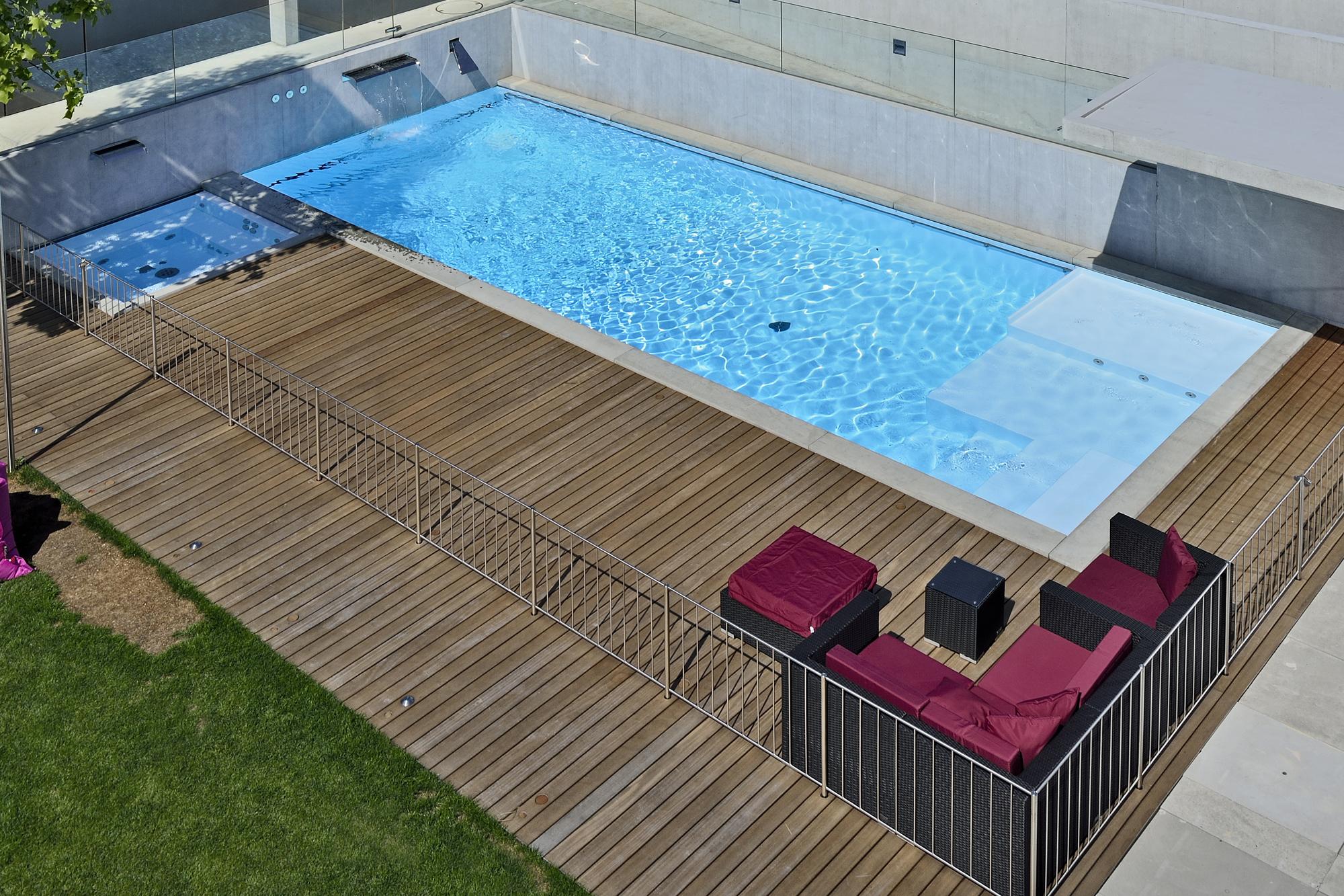 hoogwaardige FPO buitenzwembaden op maat gemaakt