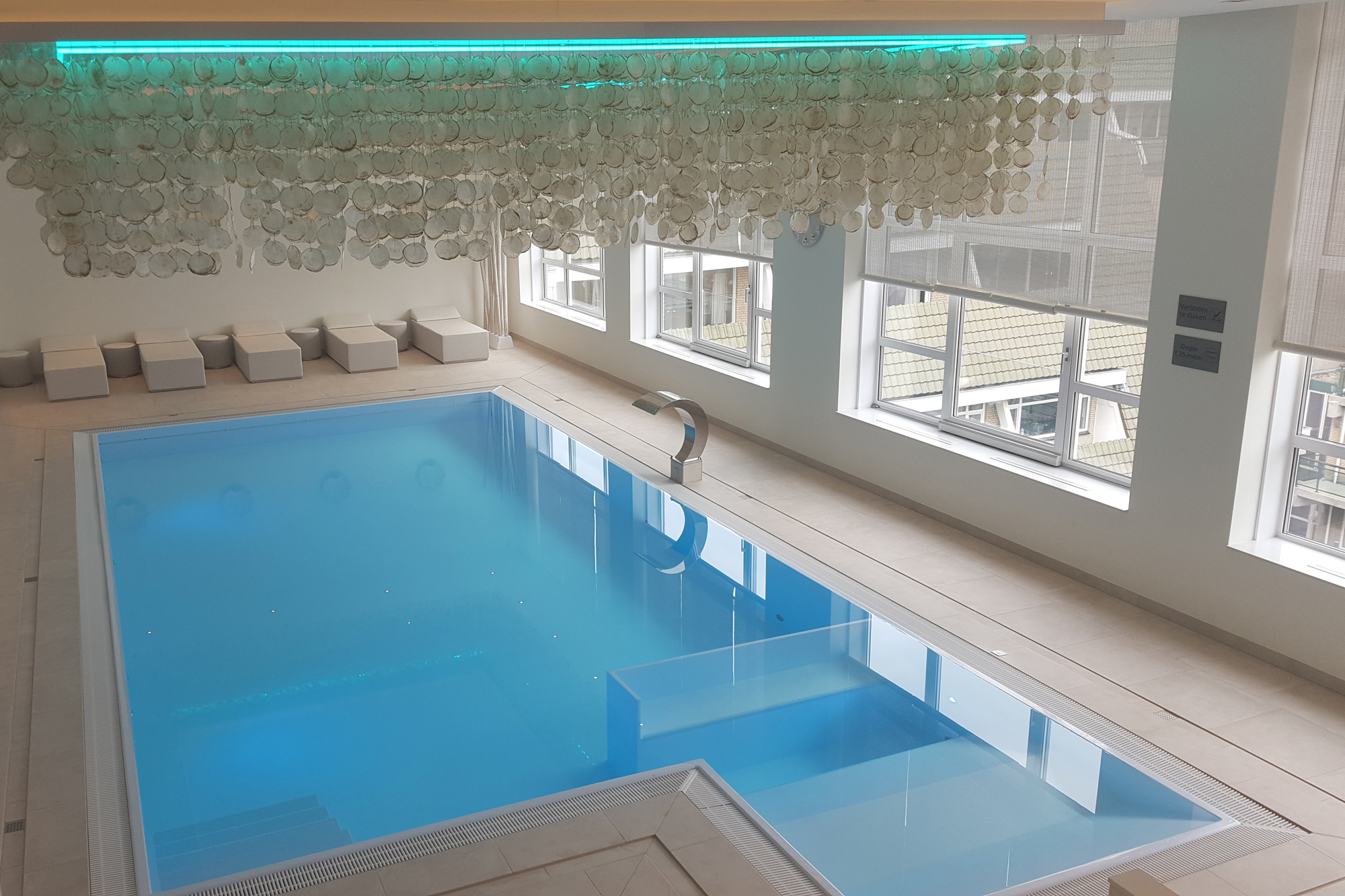 Veltmann Custom Zwembad in ijsblauwe